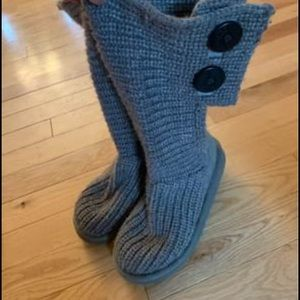 Girls size 1 grey ugg boots.  Like new condition